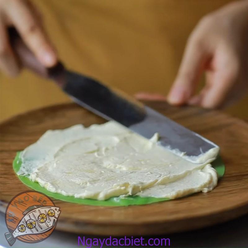Các bước tiếp theo làm tương tự như cách làm bánh crepe ngàn lớp hay 'truyền thống'