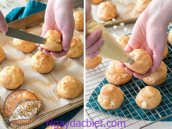 Rạch hoặc chọc một lỗ nhỏ trên bánh và bơm kem vào là xong