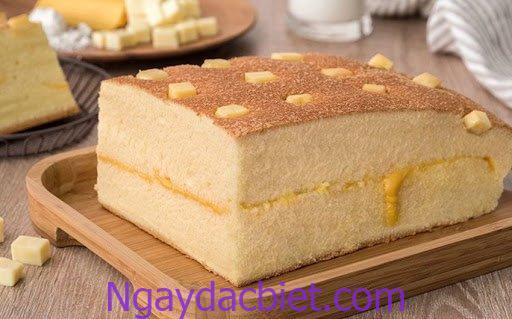 Bánh bông lan bằng nồi chiên không dầu phải có màu nâu nhạt, xốp, mềm mịn