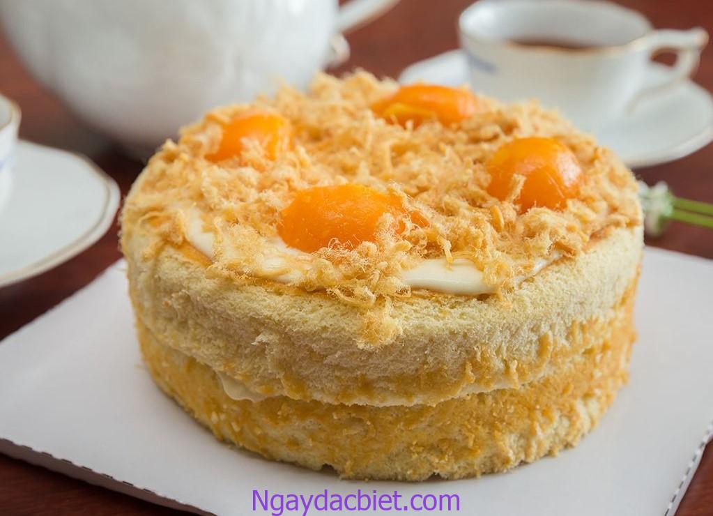 Bánh bông lan trứng muối làm bằng nồi cơm điện là công thức đơn giản có thể thực hiện tại nhà