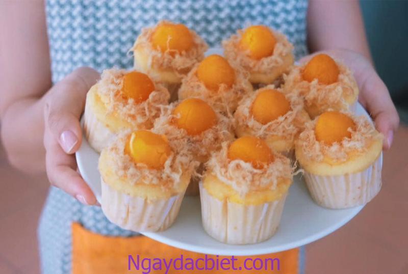 Bánh bông lan trứng muối truyền thống với công thức đơn giản rất dễ thực hiện