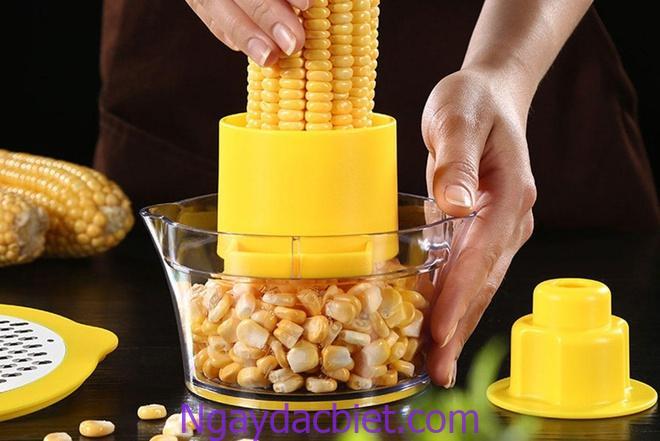 Ngô tách vỏ và lấy hạt để riêng